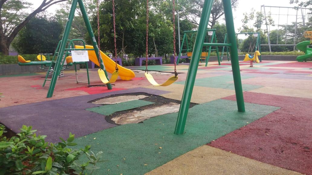Taman Bermain Ramah Anak Sudah Rusak Dan Belum Ada Lampu Penerangan